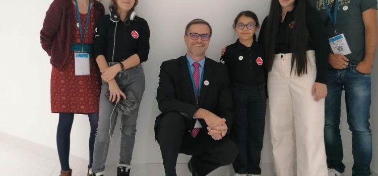 M. Brochet, directeur de l'AEFE au micro des JRI